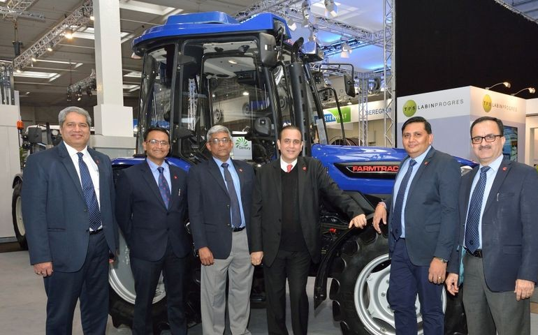 https://images.tractorgyan.com/uploads/1533672861-Escorts-Global-Tractor-Series-Agritechnica-2017-1.jpg