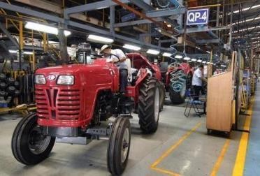 https://images.tractorgyan.com/uploads/1561972875-mahindra-tractor.jpg