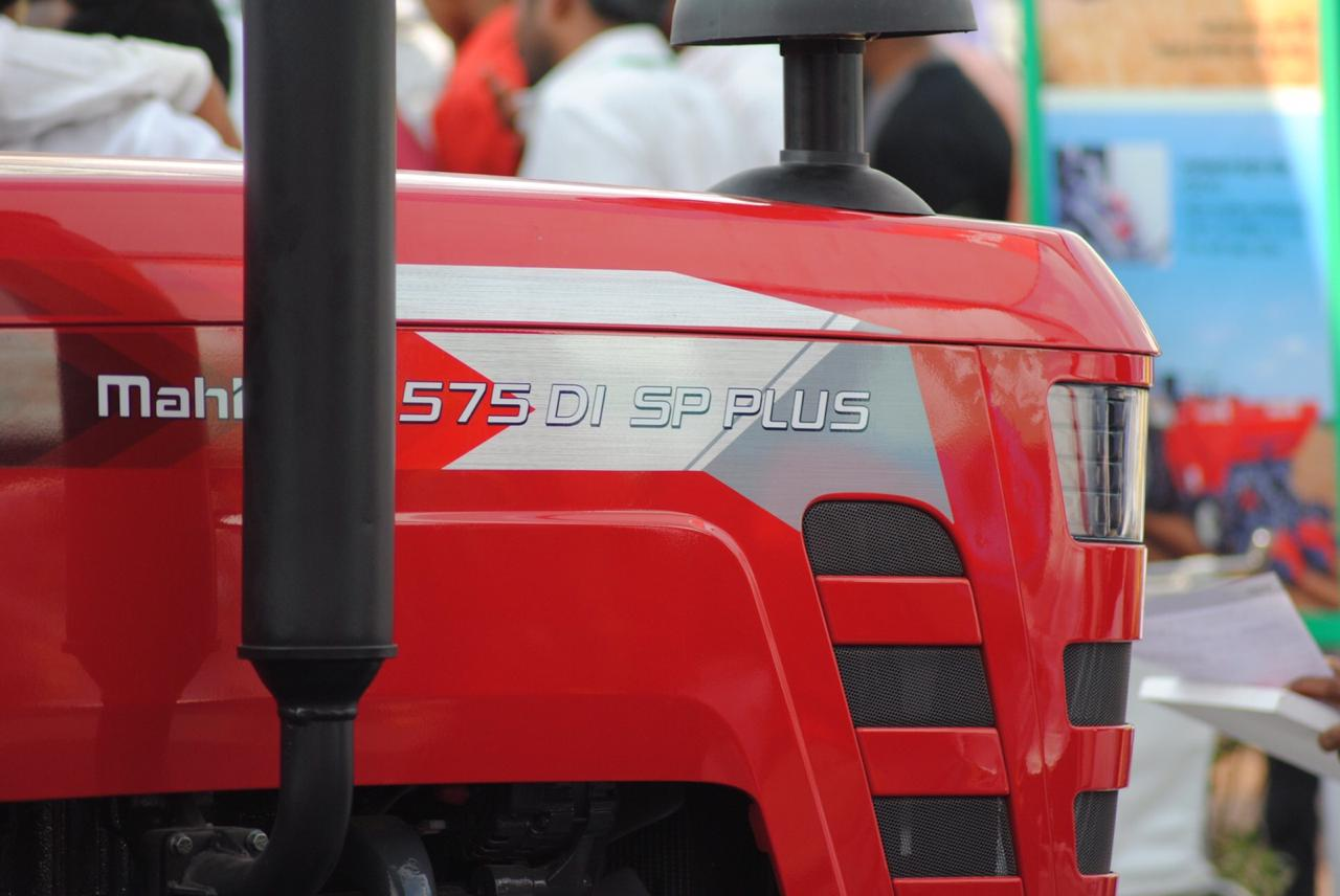 Mahindra 575 DI SP Plus Tractor On-road price in India. Mahindra 575 DI SP Plus Tractor Features, specifications, and full video review